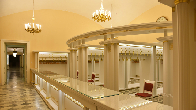 Мебель Мариинского театра, окрашенная материалами «RAUM-PROFIE»